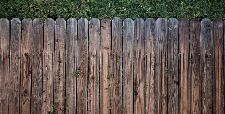 Holzzaun als Gartenzaun